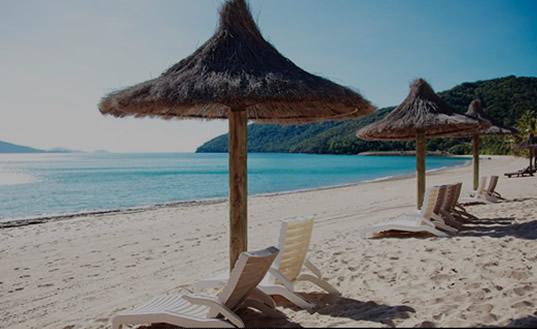 Enjoy a relaxing Whitsunday Island resort holiday.